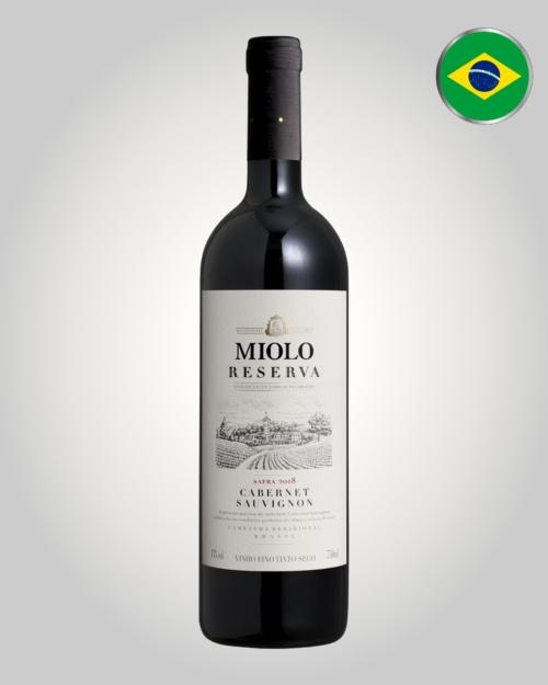 Miolo Reserva Cabernet Sauvignon 2018, Vinho tinto bivarietal elaborado com uvas Cabernet Sauvignon e Merlot cultivadas em vinhedos próprios localizados na região da Campanha Gaúcha